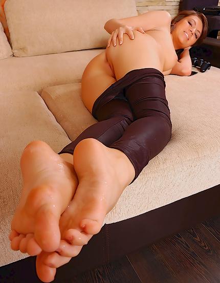 girls with cum on their feet